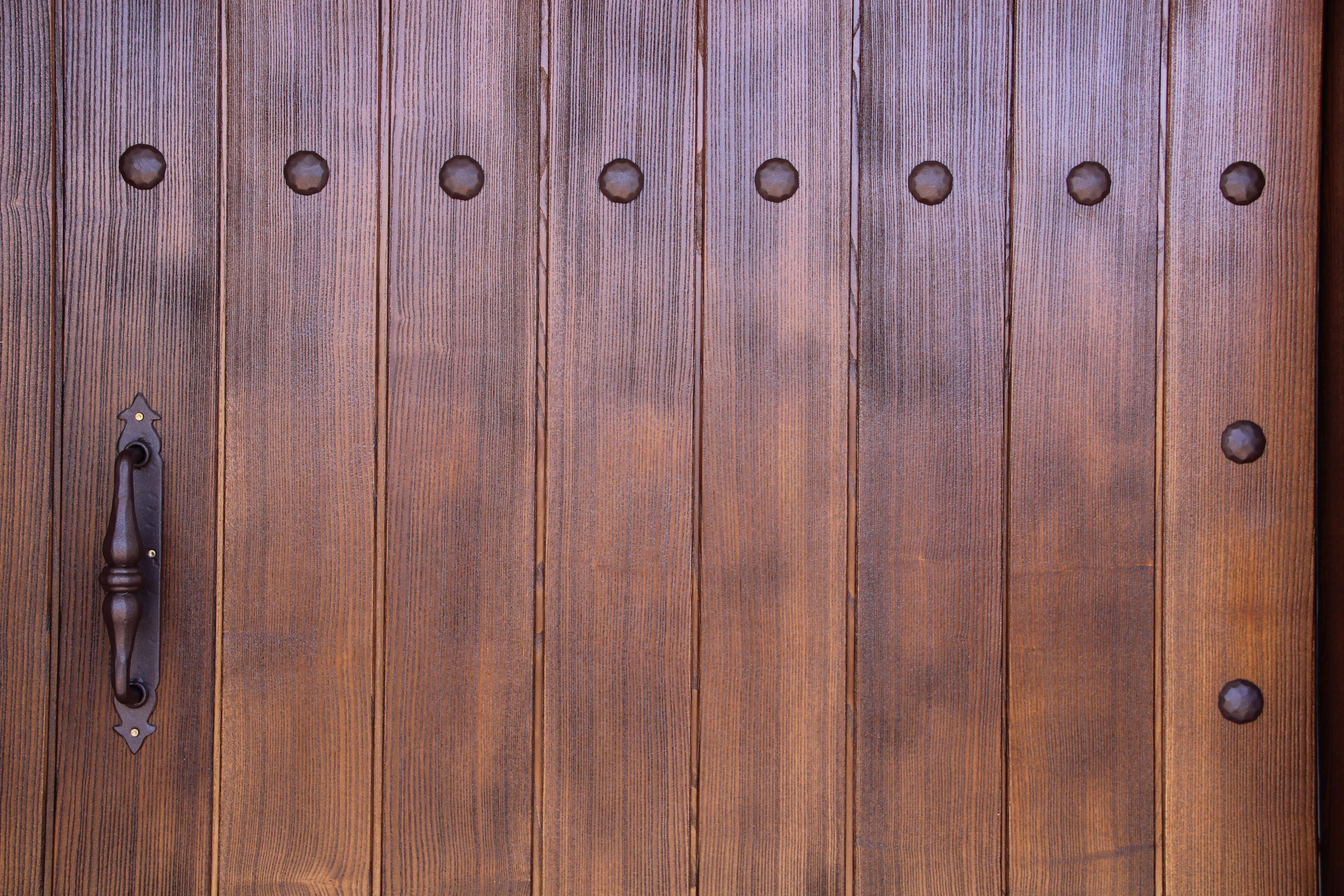 esta es una puerta vieja que se nos entreg totalmente y deteriorada se le someti a un proceso de ucchorro de arenaud y se elimin toda la